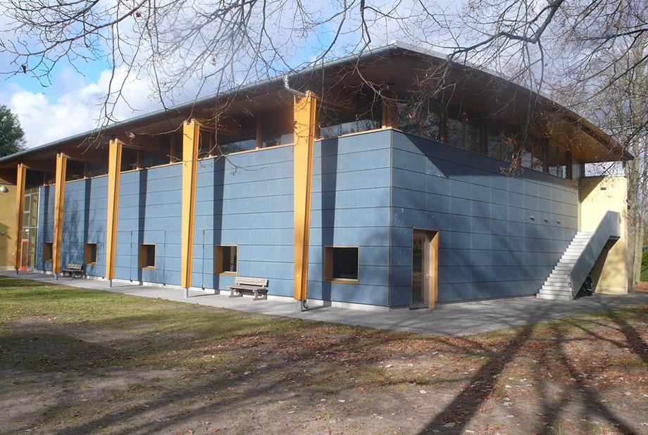 <strong>Sporthalle Nieder-Neuendorf<span><b>  </b>Gesellschaftsbauten  </span></strong><i>→</i>