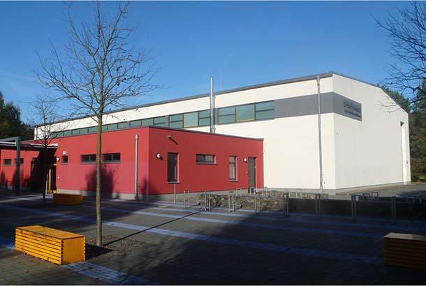 <strong>Sporthalle OS Schweitzer<span><b>  </b>Gesellschaftsbauten  </span></strong><i>→</i>